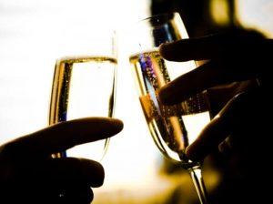 男女の乾杯