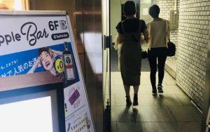 スイッチバーのエレベーター